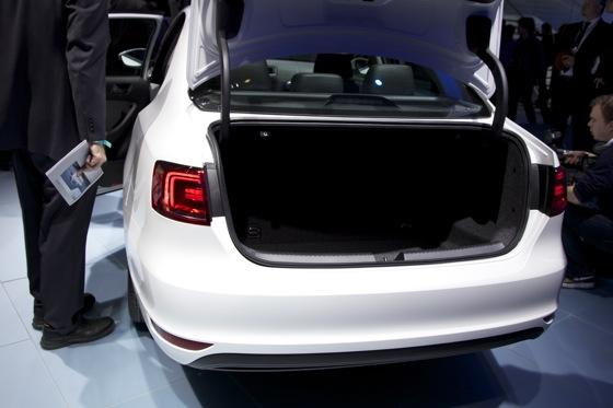 2013 Volkswagen Jetta Hybrid: Detroit Auto Show featured image large thumb6
