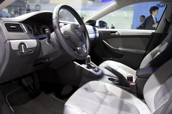 2013 Volkswagen Jetta Hybrid: Detroit Auto Show featured image large thumb8