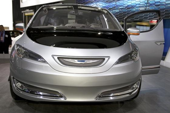 Chrysler 700C Minivan Concept: Detroit Auto Show featured image large thumb3