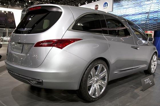 Chrysler 700C Minivan Concept: Detroit Auto Show featured image large thumb4