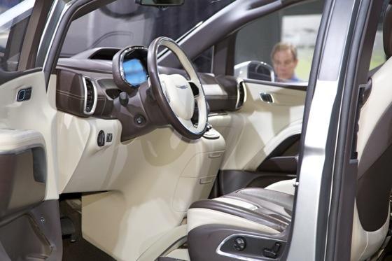 Chrysler 700C Minivan Concept: Detroit Auto Show featured image large thumb5