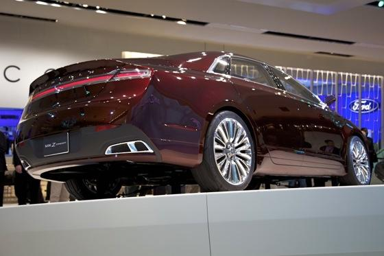 Lincoln MKZ Concept: Detroit Auto Show featured image large thumb2