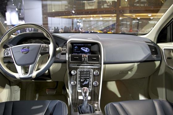 Volvo XC60 Plug-In Hybrid Concept: Detroit Auto Show featured image large thumb7