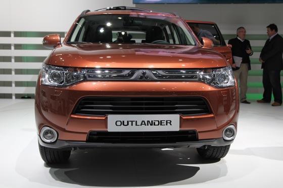 2013 Mitsubishi Outlander: Geneva Auto Show featured image large thumb2