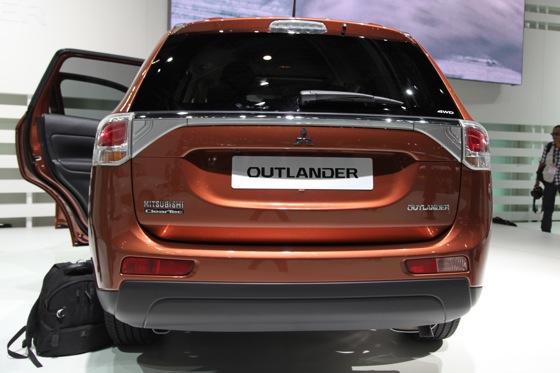 2013 Mitsubishi Outlander: Geneva Auto Show featured image large thumb6