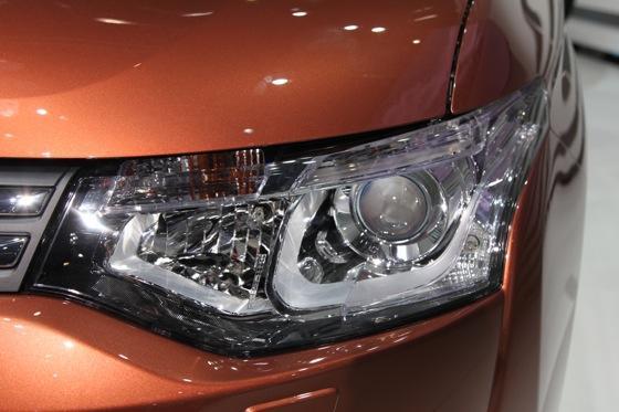 2013 Mitsubishi Outlander: Geneva Auto Show featured image large thumb7