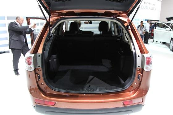 2013 Mitsubishi Outlander: Geneva Auto Show featured image large thumb9