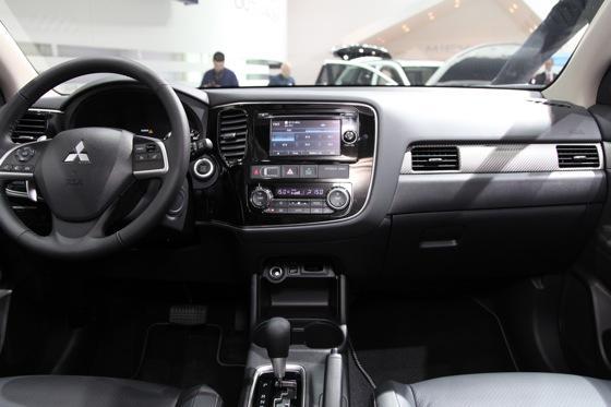 2013 Mitsubishi Outlander: Geneva Auto Show featured image large thumb10