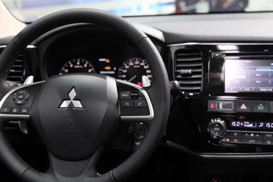 2013 Mitsubishi Outlander: Geneva Auto Show featured image large thumb11