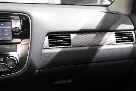 2013 Mitsubishi Outlander: Geneva Auto Show featured image large thumb13
