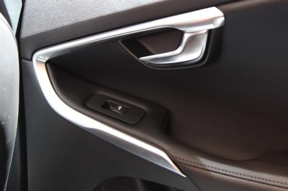 2013 Volvo V40: Geneva Auto Show featured image large thumb10