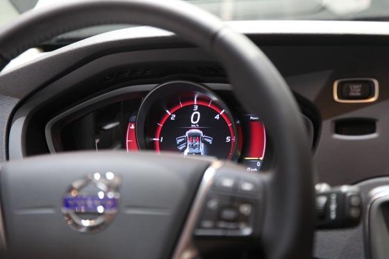 2013 Volvo V40: Geneva Auto Show featured image large thumb11