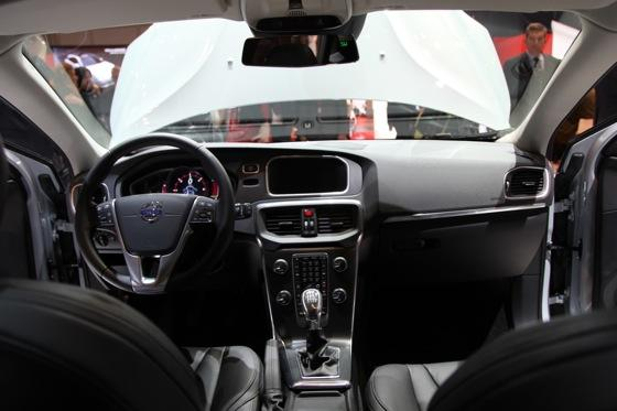 2013 Volvo V40: Geneva Auto Show featured image large thumb15