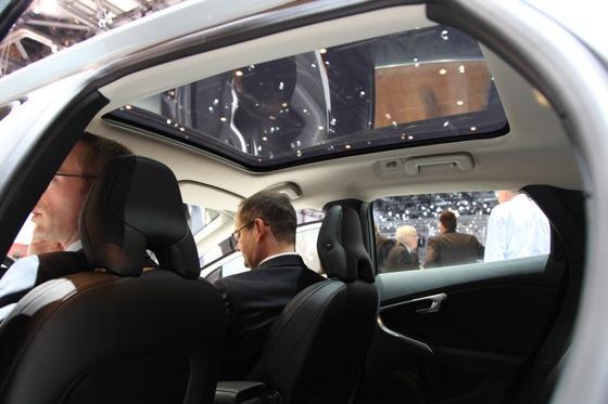 2013 Volvo V40: Geneva Auto Show featured image large thumb16