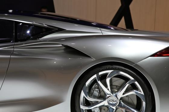 Infiniti EMERG-E Concept Vehicle: Geneva Auto Show featured image large thumb9