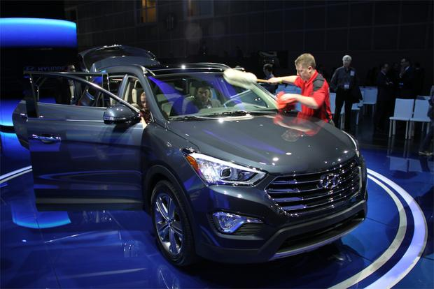 2013 Hyundai Santa Fe: LA Auto Show featured image large thumb2