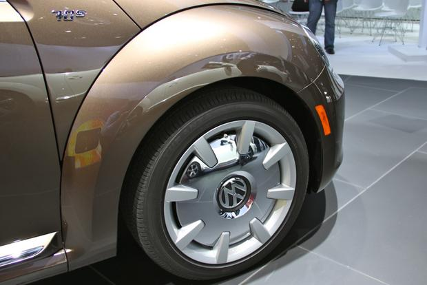 2013 VW Beetle Convertible & R-Line Models: LA Auto Show featured image large thumb11
