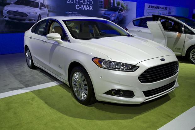 2013 Ford Fusion Wins Green Car of the Year: LA Auto Show featured image large thumb0
