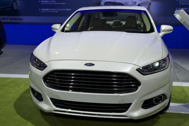 2013 Ford Fusion Wins Green Car of the Year: LA Auto Show featured image large thumb1