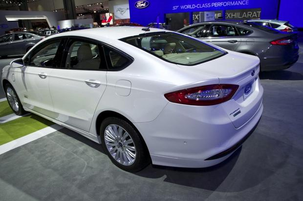 2013 Ford Fusion Wins Green Car of the Year: LA Auto Show featured image large thumb2