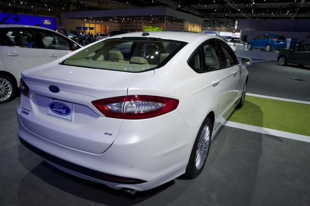 2013 Ford Fusion Wins Green Car of the Year: LA Auto Show featured image large thumb3
