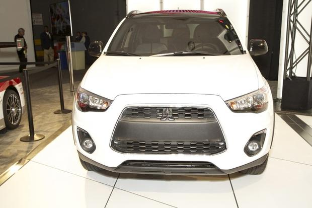 2014 Mitsubishi Outlander: LA Auto Show 2012 featured image large thumb0