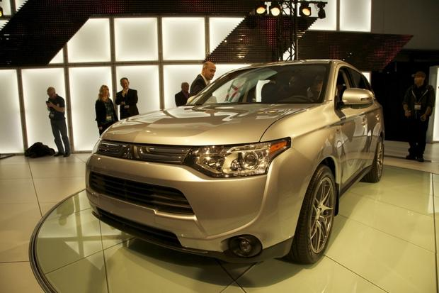 2014 Mitsubishi Outlander: LA Auto Show 2012 featured image large thumb3