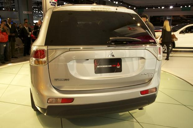 2014 Mitsubishi Outlander: LA Auto Show 2012 featured image large thumb6
