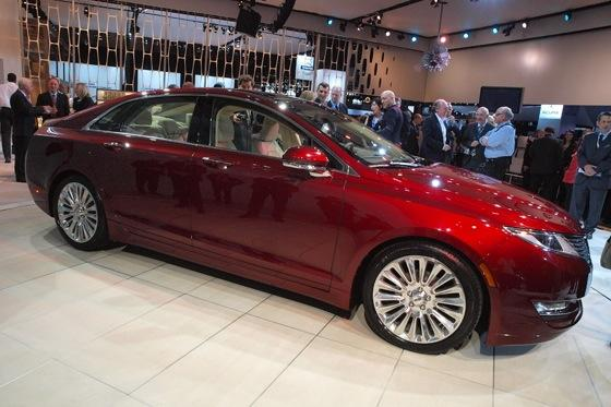2013 Lincoln MKZ: 2012 New York Auto Show featured image large thumb9