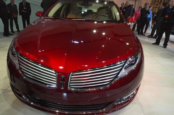 2013 Lincoln MKZ: 2012 New York Auto Show featured image large thumb13