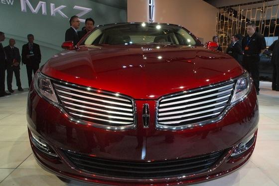 2013 Lincoln MKZ: 2012 New York Auto Show featured image large thumb14