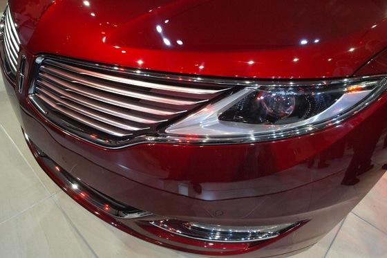 2013 Lincoln MKZ: 2012 New York Auto Show featured image large thumb15