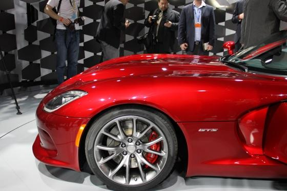 2013 SRT Viper: New York Auto Show featured image large thumb20