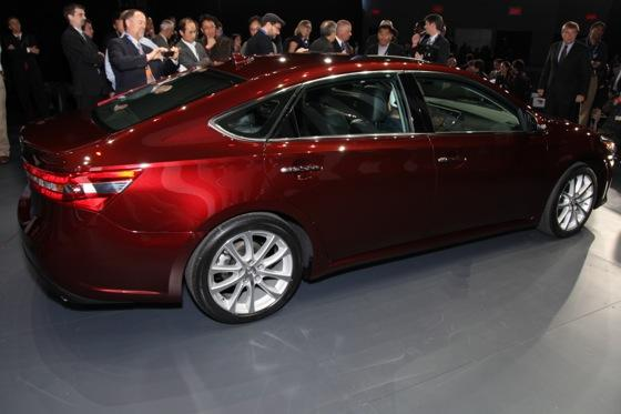 2013 Toyota Avalon: New York Auto Show featured image large thumb1
