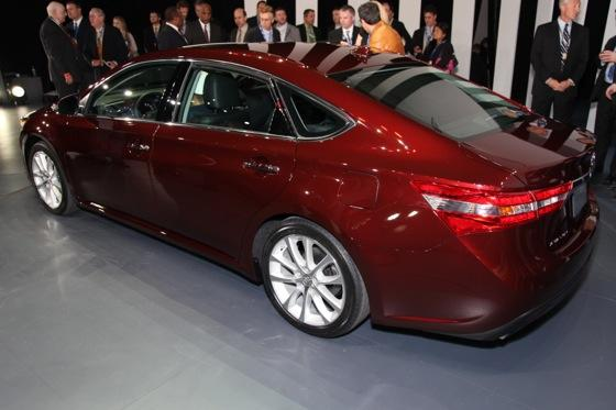 2013 Toyota Avalon: New York Auto Show featured image large thumb2