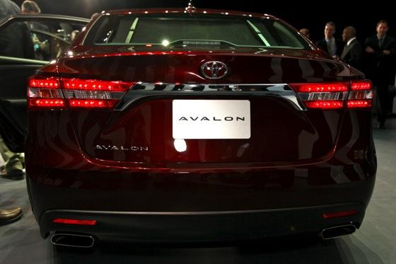 2013 Toyota Avalon: New York Auto Show featured image large thumb4