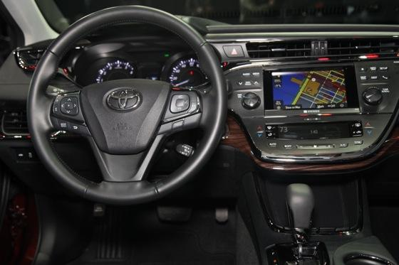 2013 Toyota Avalon: New York Auto Show featured image large thumb6