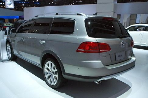 Volkswagen Alltrack Concept: New York Auto Show featured image large thumb5