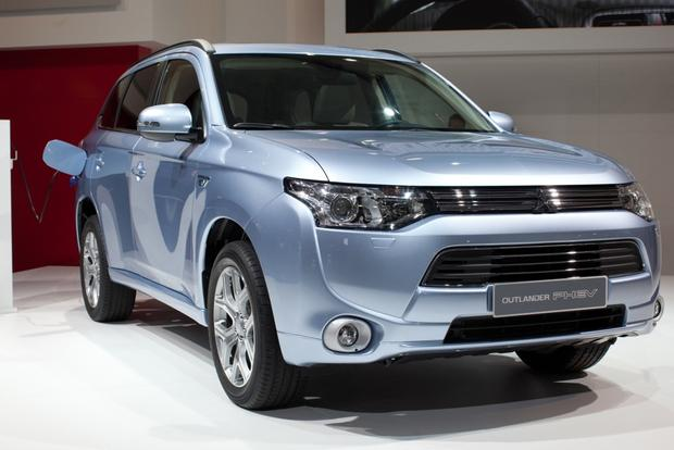 2014 Mitsubishi Outlander PHEV: 2012 Paris Auto Show featured image large thumb0