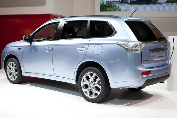 2014 Mitsubishi Outlander PHEV: 2012 Paris Auto Show featured image large thumb1