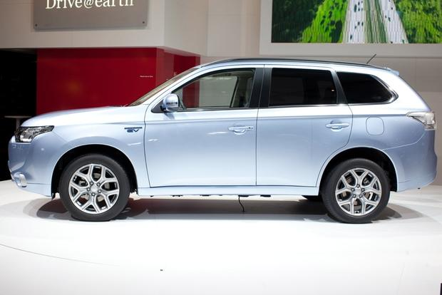 2014 Mitsubishi Outlander PHEV: 2012 Paris Auto Show featured image large thumb2