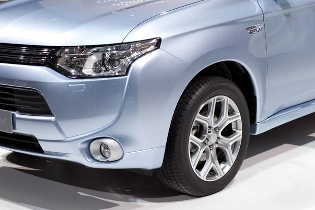 2014 Mitsubishi Outlander PHEV: 2012 Paris Auto Show featured image large thumb5