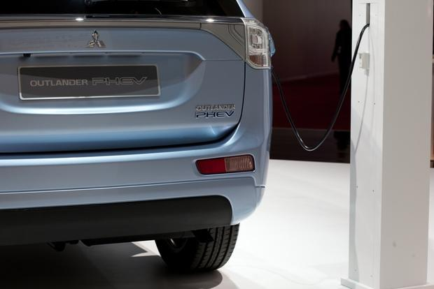 2014 Mitsubishi Outlander PHEV: 2012 Paris Auto Show featured image large thumb6