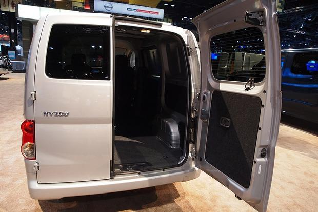 2013 Nissan NV200: Chicago Auto Show featured image large thumb5