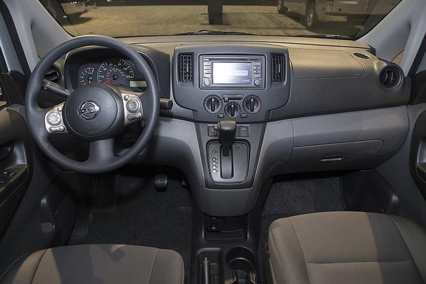 2013 Nissan NV200: Chicago Auto Show featured image large thumb7