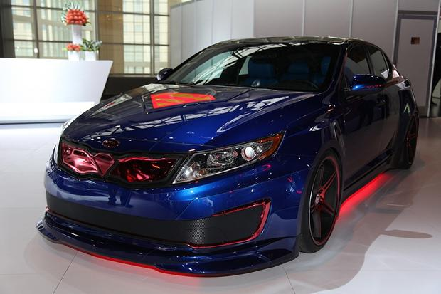 Superman-Themed 2013 Kia Optima Hybrid: Chicago Auto Show featured image large thumb1