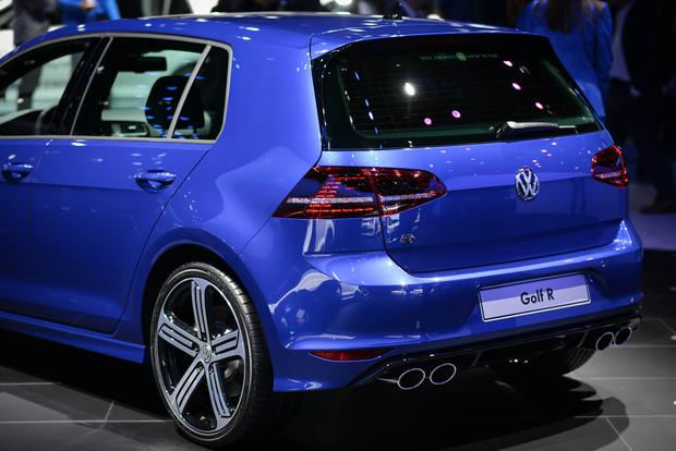 2015 Volkswagen Golf R: Frankfurt Auto Show featured image large thumb4