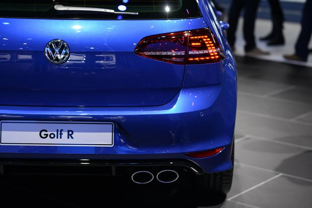 2015 Volkswagen Golf R: Frankfurt Auto Show featured image large thumb5