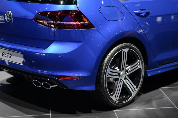 2015 Volkswagen Golf R: Frankfurt Auto Show featured image large thumb6