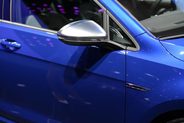 2015 Volkswagen Golf R: Frankfurt Auto Show featured image large thumb7